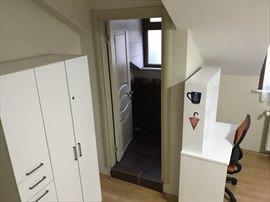 Hacıbey Kız Öğrenci Apartı 3 Kişilik Banyolu Oda